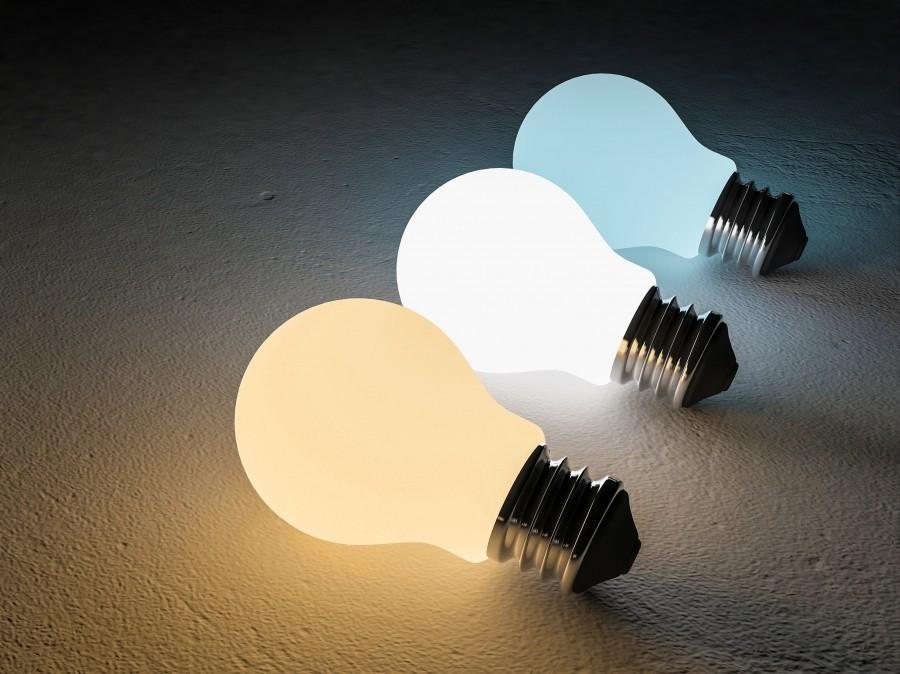 Желтый, белый и синий свет ламп