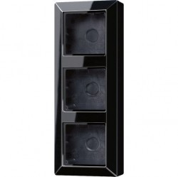 A500 Коробка 3-ная для накладного монтажа чёрн.