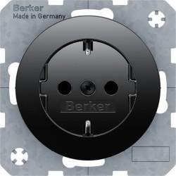 Розетка Berker, скрытый монтаж, с заземлением, со шторками, черный блестящий, 47232045
